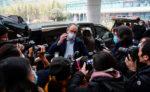 Эксперт ВОЗ Питер Бен Эмбарек общается со СМИ в Ухане, Китай